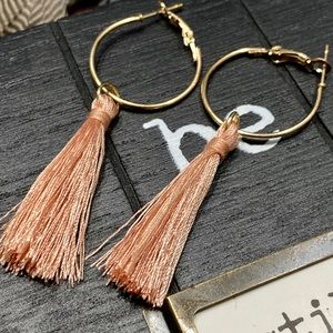 Tassel earrings in salmon pink